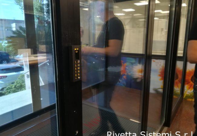 Lettore controllo accessi porta scorrevole